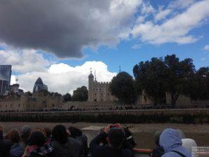 Fahrt am Tower of London vorbei