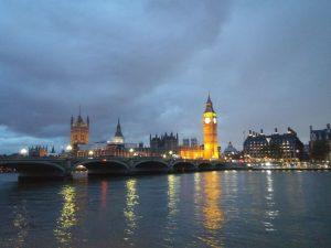 Ab nach London