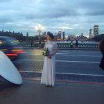 Fotosession der Braut auf Westminster Bridge 2