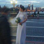 Fotosession der Braut auf Westminster Bridge