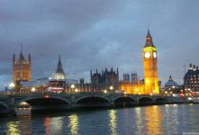 Bilder vom Houses of Parliament mit Big Ben, Elizabeth und Victoria Tower in Fotogalerie