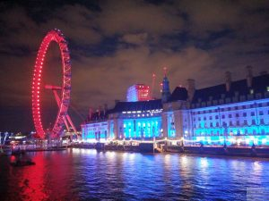 London Eye und County Hall beleuchtet