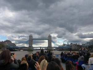 London Eye River Cruise Fahrt bei Tower Bridge
