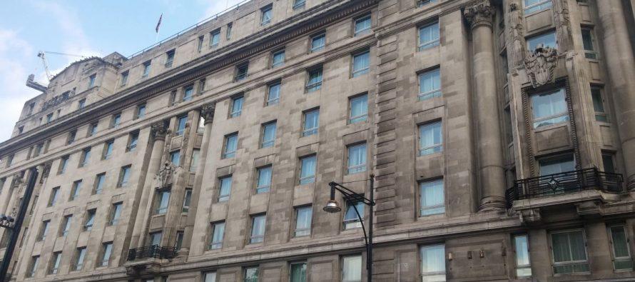 Zum The Cumberland Hotel im Zentrum von London beim Marble Arch (Tag 1 am Morgen – Teil 5)