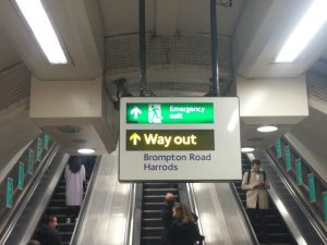 """Way out"" Wegweiser London Tube"