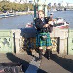Dudelsackspieler auf der Westminster Bridge